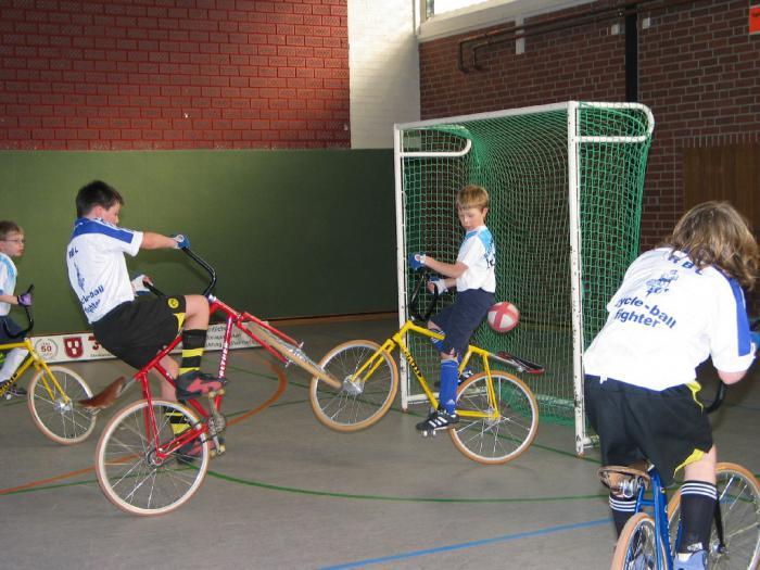 Игры на велосипедах: Велобол